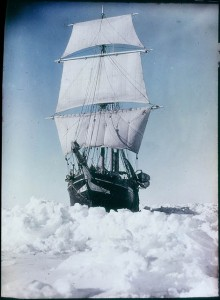 The_'Endurance'_under_full_sail,_held_up_in_the_Weddell_Sea,_1915_-_by_Frank_Hurley_(3534619009)